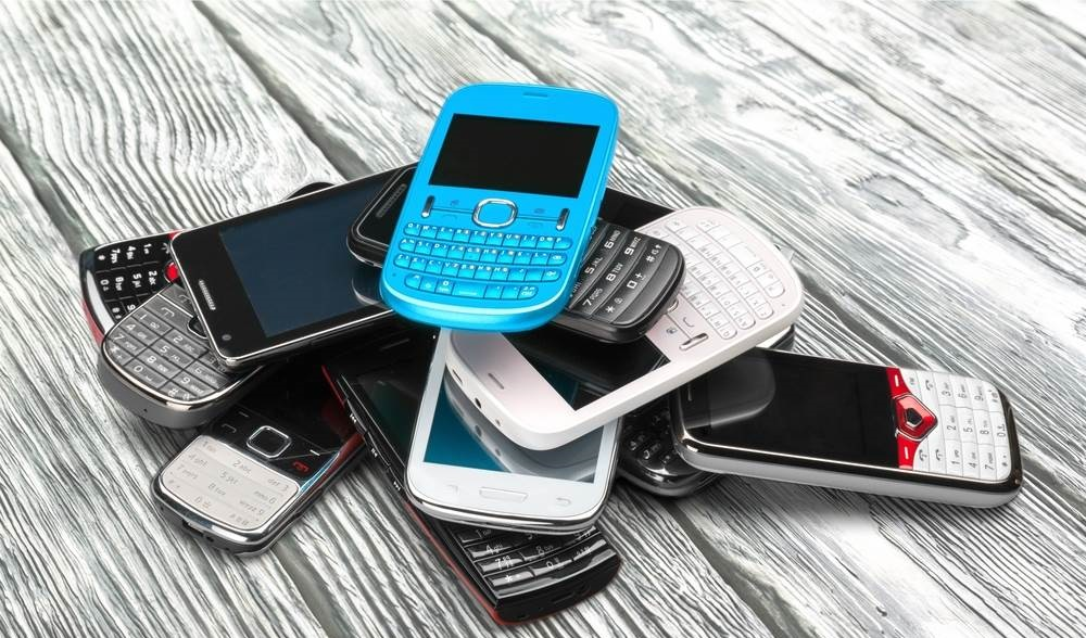 know about the procedures in dispose of mobile phones to the right person